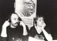 A sinistra: John Bok (Cecoslovacchia), nel corso di un consiglio federale del PR. (BN)