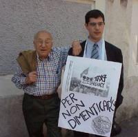 Manifestazione davanti all'ambasciata cinese, in occasione dell'anniversario del massacro di Tienanmen. Sergio Stanzani e Daniele Capezzone.