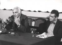 Pannella e Zevi seduti alla presidenza durante una assemblea.  (BN) Nelle altre altri ritratti di Zevi