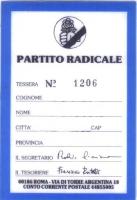 Retro della tessera di iscrizione del 1984 al Partito Radicale, intestata a Olivier Dupuis, e firmata dal segretario Roberto Cicciomessere e dal tesor