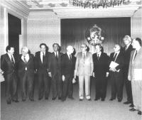 Foto di gruppo con Giancarlo Pajetta, Flaminio Piccoli, Marco Pannella, e altri.