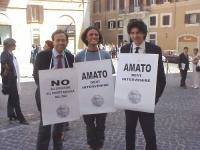Manifestazione davanti alla sede del Parlamento, contro l'espulsione del PR dall'ONU (su proposta di Russia e Cina). Ernesto Caccavale, Diego Galli, M