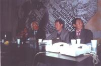 Assemblea pubblica presso la sede del PR a Torre Argentina, del dissidente cinese Wei Jingsheng. Da sinistra: Oliver Dupuis, Marco Pannella, Wei Jings