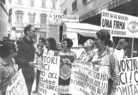 Manifestazione davanti al Senato (Corsia Agonale di piazza Navona), al termine di un digiuno pubblico di 24 giorni, per chiedere che sia fissato il te