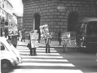 Manifestazione contro il rifiuto da parte della commissione presieduta dal Ministro della Difesa Tanassi, di 29 domande di obiezione di coscienza; e c