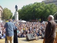 Manifestazione anticlericale a porta Pia. Sul palco: Arnoldo Foà e Marco Pannella.