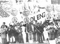 Comizio antiproibizionista di Pannella, in ricordo di Enzo Tortora. Sul palco: Massimo Teodori, Sergio Stanzani, Giovanni Negri, Lorenzo Strick Liever