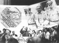Comizio di Marco Pannella, antiproibizionista, e in memoria di Enzo Tortora. A sinistra: Sergio Stanzani. A destra: Marco Taradash.