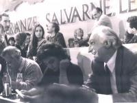 Tavolo di presidenza del 32° Congresso. In primo piano: Marco Pannella.