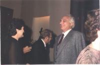 Marco Pannella in un salone di ricevimento.