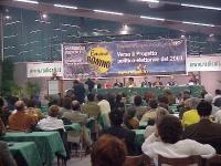 """Assemblea radicale """"VERSO IL PROGETTO POLITICO ELETTORALE DEL 2001"""". Vista della platea e del tavolo di presidenza. Alla tribuna: Emma Bonino. Al tavo"""