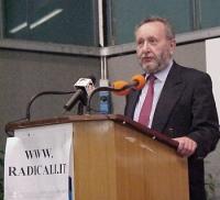 """???, alla tribuna dell'assemblea radicale: """"VERSO IL PROGETTO POLITICO-ELETTORALE DEL 2001""""."""