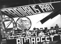 35° congresso PR. Vista della presidenza con logo PR e banner. Si riconoscono, fra gli altri: Lorenzo Strick Lievers, Francesco Rutelli, Maria Teresa