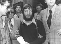 Jean Fabre, segretario del PR, viene arrestato durante una conferenza stampa per aver fumato e ceduto una sigaretta di hashish alla Bonino e ad un pol