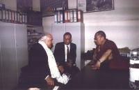 Marco Pannella a colloquio con il Dalai Lama, presso la sede di Torre Argentina.