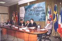 """Convegno """"Scienza, chiesa e libertà"""" presso la Sala delle Bandiere del PE. Da sinistra: Marco Pannella, ???, Cinzia Caporale, Franco Voltaggio, Mauriz"""