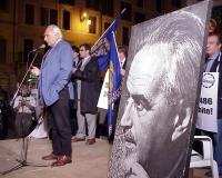 Manifestazione anticlericale, a difesa della laicità dello Stato, sotto al monumento a Giordano Bruno a Campo dei Fiori (in concomitanza con il giubil