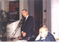 Conferenza Europea sullo Statuto di Roma istitutivo della Corte Penale Internazionale. Robert Badinter - già ministro della Sanità francese, al microf