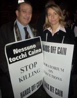 Piero Milio ed Elisabetta Zamparutti, nel corso di una manifestazione contro la pena di morte.