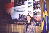 """Zainap Gashaeva (leader delle Donne Cecene) davanti al banner della conferenza: """"Cecenia: una guerra nascosta"""", organizzata dal Partito Radicale, e i"""