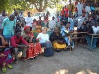 Emma Bonino si reca in visita al villaggio di Turela, dove le mutilazioni genitali femminili sono state eliminate per scelta autonoma degli abitanti d