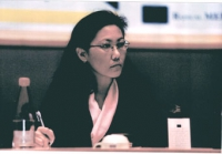 Kunsang Yuthok (rappresentante del Dalai Lama a Parigi) al 3° seminario europeo sul Tibet.