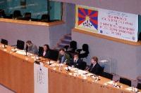 3° Seminario europeo sul Tibet al Parlamento Europeo. Da sinistra: Mathieu VERNEREY, France, Tibet-Lions des Neiges - Mrs Kunsang YUTHOK, rappresentan