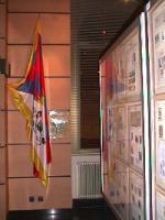 La bandiera tibetana esposta presso la sede del Comune di Annemasse.