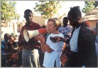Emma Bonino in visita al villaggio di Turela, dove le mutilazioni genitali femminili sono state abolite per scelta autonoma degli abitanti del villagg