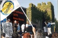 Manifestazione anticlericale davanti a porta Pia. Marco Pannella ed Emma Bonino.