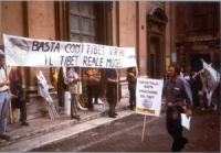 Manifestazione a sostegno della democrazia in Cina e dell'autonomia del Tibet, davanti al cinema Capranica, in occasione della visita del Dalai Lama a