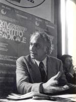 Marco Pannella. Di lato: Roberto Cicciomessere.