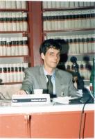 Olivier Dupuis (di fronte a lui, la targa: Presidente Consiglio Generale del PR).