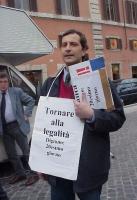 Gaetano Dentamaro, al ventesimo giorno di un digiuno di dialogo con il presidente della Repubblica Carlo Azeglio Ciampi, per la legalità dell'informaz