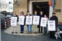 Manifestazione davanti al Ministero della Sanità in occasione di un digiuno di dialogo con il ministro della Sanità Veronesi, perchè si pronunciasse s