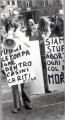 """Manifestazione per la legalizzazione dell'aborto. Cartelli: """"Fuori le compagne dentro Casini Cariti - CISA""""."""