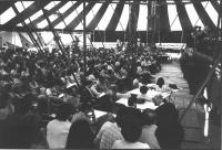 25° congresso straordinario PR. Vista dell'interno del tendone da circo in cui si tiene il congresso. Vista amplia della platea, di lato (BN)