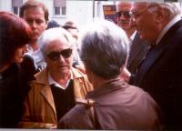 Funerali di Antonio Russo. Al centro, la madre di Antonio. Intorno a lei: Sergio Rovasio, Sergio D'Elia, Marco Pannella.