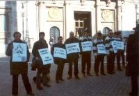 """Manifestazione davanti a Montecitorio contro la reintroduzione del finanziamento pubblico ai partiti in forma di rimborso elettorale """"gonfiato""""."""