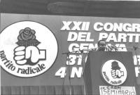 22° congresso PR. Oratore parla dalla tribuna, banner con logo (rosa nel pugno) (BN)