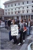 Manifestazione davanti a Palazzo Chigi per il rinnovo della convenzione del Parlamento con Radio Radicale e per la legalità dell'informazione. Un mani