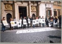 Manifestazione contro la reintroduzione del finanziamento pubblico dei partiti in forma di rimborso elettorale. I cartelloni dei manifestanti compongo