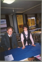 Daniela Giglioli (tesoriera dell'ERA), e Oliviero Noventa (iscritto all'ERA) presso uno stand dell'associazione, allestito in occasione di un'assemble