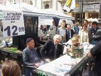Conferenza stampa della lista Bonino, a piazza Navona, in occasione del satyagraha di Emma Bonino, di Luca Coscioni, e di centinaia di cittadini e mil