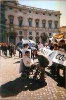 Presidio di Luca Coscioni e della lista Bonino di fronte al Quirinale, per la legalità dell'informazione. Nella foto: Luca Coscioni. Dietro di lui, in