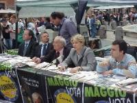 Conferenza stampa a piazza Navona in occasione delle elezioni comunali e politiche. Da sinistra: Paolo Pietrosanti, Mariano Giustino, Angiolo Bandinel