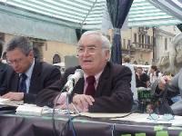 Angiolo Bandinelli (candidato sindaco della lista Bonino), nel corso di una conferenza stampa a piazza Navona, per le elezioni comunali.
