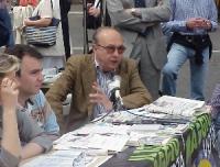 Conferenza stampa della lista Bonino a piazza Navona, in occasione delle elezioni politiche e comunali. Al microfono: Giorgio Spadaccia.