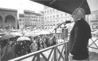 comizio di Pannella a Firenze sotto la pioggia (BN)  596 bis e ter: a colori