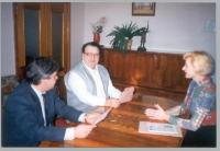 Al centro: Borscevic, ambasciatore moldavo a Kiev. A sinistra: il console Valerj Starienko.